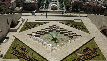 Обзорная экскурсия по Еревану - Тур по Ереванскому коньячному заводу и дегустация коньяков АрАрАт